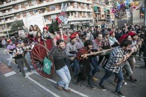 Els Castellers de Cerdanyola també participen a la passada dels Tres Tombs