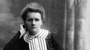 Marie Curie fou una científica polonesa que va ser pionera en el descobriment en la Radioactivitat