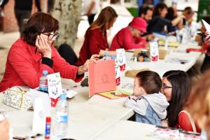 Il·lustradors i nens a la 4a Festa de la Il·lustració