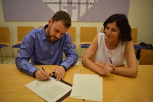 Cordón i Collado signant l'acord