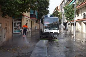 El baldeig dels carrers de la ciutat és una de les mesures que ha anunciat el govern.