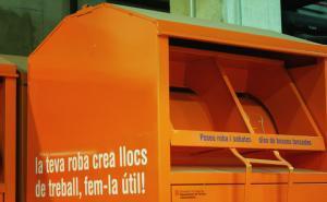 Un contenidor de 'Roba Amiga'.