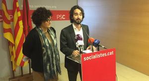 Rosa Maria Ibarra i Carles Castillo, diputats del PSC al Parlament, aquest dimecres en roda de premsa.