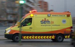 El SEM ha traslladat la dona ferida a l'Hospital Joan XXIII.