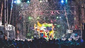 Durant la festa es van llençar uns 25.000 quilos de confeti