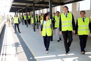 De la Serna passejant per la futura estació de Cambrils del Corredor Mediterrani.