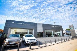 Full Traction Jaguar Land Rover està ubicat a la carretera de València, a Tarragona.
