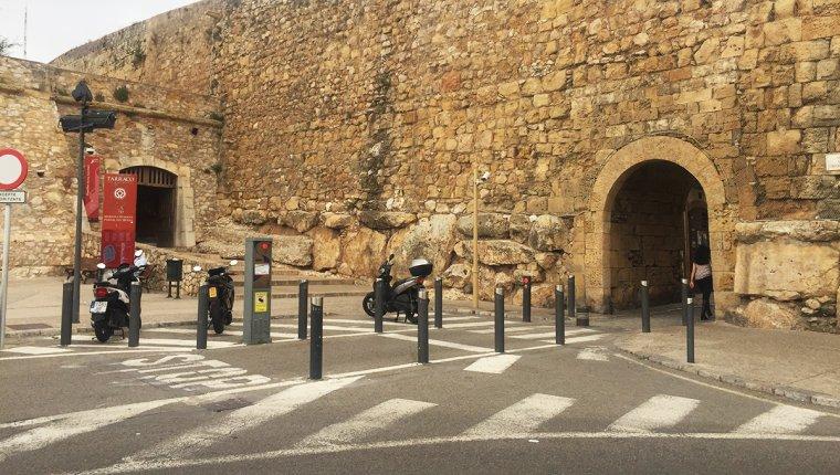 L'accés a la Part Alta de Tarragona, part de les muralles.