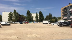 Imatge del solar que es convertirà en un nou aparcament municipal, a prop de la Canaleta.