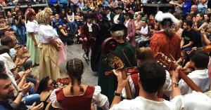 El Ball de Dames i Vells de Tarragona, aquest divendres en la seva primera sessió a la plaça que porta el seu nom.