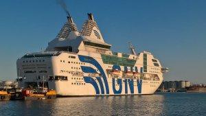 El vaixell Rhapsody, atracat al port de Barcelona per allotjar agents de la policia espanyola.
