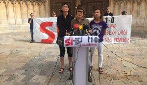 Imatge de la roda de premsa celebrada aquest dimarts, davant la Catedral.