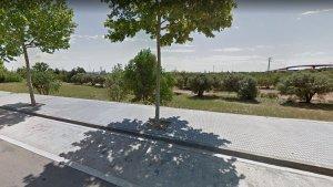Imatge del solar on s'ubicarà el parc caní, situat entre la via Màxima i el raval de la Mar.