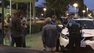 La Guàrdia Urbana de Vila-seca va identificar diverses persones per penjar cartells a favor del referèndum.
