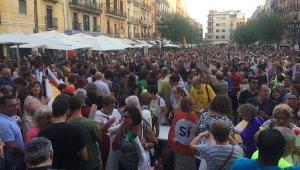 Milers de persones han omplert la plaça de la Font aquest vespre per la independència.