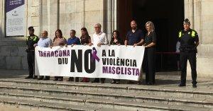 Els regidors del PSC, PP, ERC i Ciutadans han protestat aquest migdia amb un minut de silenci.