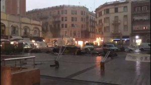 Les obres de la plaça Corsini, desmuntades pel temporal.
