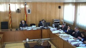 Captura de pantalla de l'acusat, Ramon Franch, responent a les preguntes del seu advocat en el judici de l'Audiència de Tarragona.