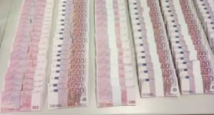 Imatge dels bitllets de 500 falsos intervinguts a l'home detingut.