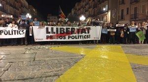 Un miler de persones ha tornat a assistir a la crida de les entitats sobiranistes, a la plaça de la Font de Tarragona.