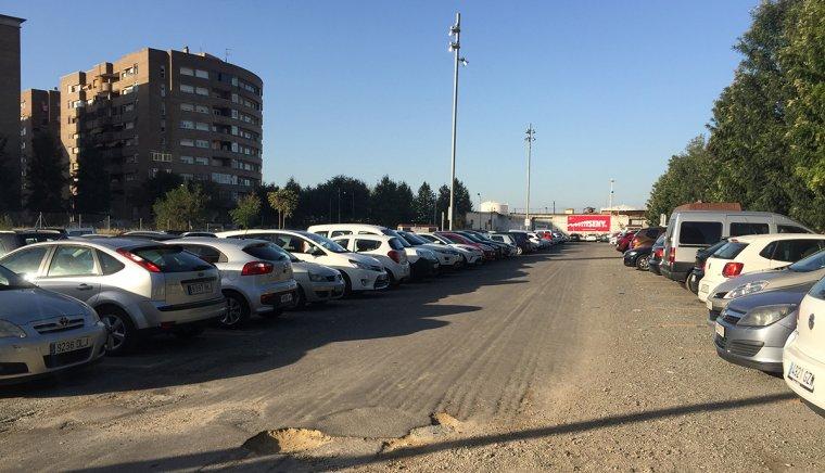 L'aparcament de zona taronja del costat de la Tabacalera té els dies comptats.