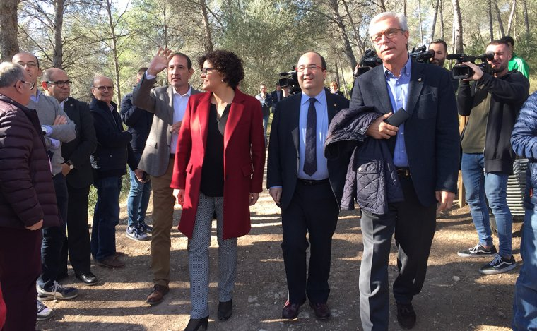 Ramon Espadaler, Rosa Maria Ibarra, Miquel Iceta i Josep Fèlix Ballesteros han arribat plegats al pont del Diable.