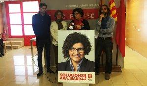 Rosa Maria Ibarra, cap de llista del PSC per Tarragona, aquest matí en una roda de premsa acompanyada de Carles Castillo, a la seva esquerra.