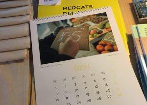 Segons l'Ajuntament aquest calendari té contingut polític per dur el color groc i una fotografia amb un 155 dibuixat.