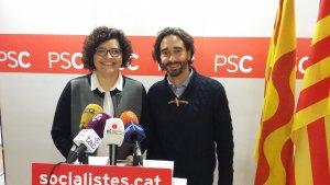 Els diputats socialistes per Tarragona Rosa Maria Ibarra i Carles Castillo a la roda de premsa aquest matí