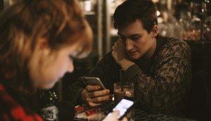 Tinder ha ayudado a muchas personas a conectar, pero también hace que otras desconecten.