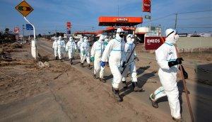 Policías japoneses en Fukushima patrullando.