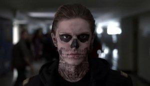 En la serie AHS Tate es un alumno que un día, preso de la locura, va a su escuela y asesina brutalmente a varios compañeros.