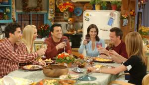 Fotograma donde podemos apreciar la distribución hombre-mujer incluso en la famosa serie de televisión Friends.