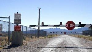 Barrera en los límites del Área 51.