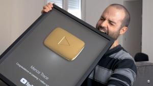 Menos Trece es un Youtuber que ha pasado en poco tiempo de los 100 mil seguidores a un millón, a finales del 2017.