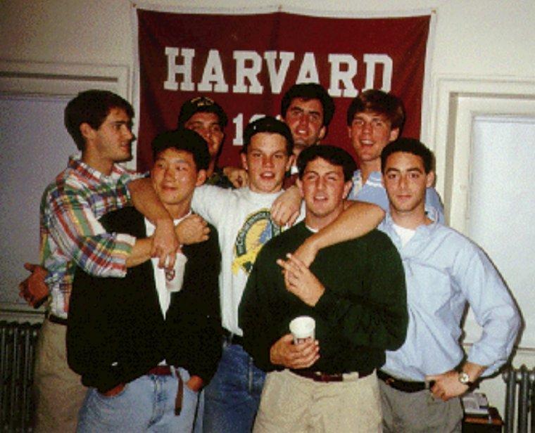 Matt con sus amigos en la universidad.