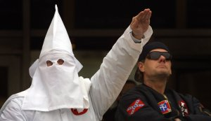 Un miembro del Ku Klux Klan, uno de los colectivos racistas más reconocidos.