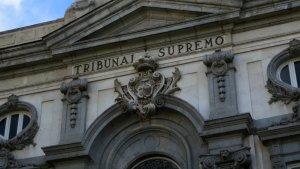 El Tribunal Supremo, con competencia sobre los aforados excepto el Rey.