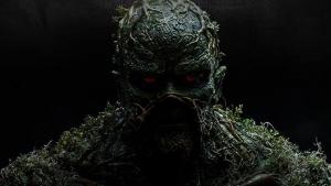 Primer tráiler oficial de 'Swamp Thing'.