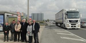 Alcaldes del Pacte de Berà, al costat de l'N-340.