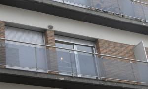 L'edifici del carrer Montsià 19 és un dels que té la majoria de pisos buits.