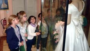 Escolars al Museu de la punta al coixí de l'Arboç.