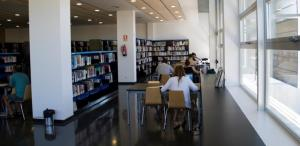 Interior de la Biblioteca Marta Mata de Cunit.