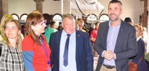 Joan Sans i Sònia Magrané, acompanyats del Conseller de Cultura, Santi Vila.