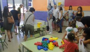 Alumnes d'una classe de P-3 de l'Àngels Garriga, el primer dia de classe.