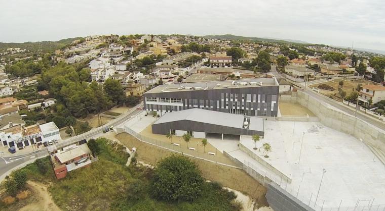 Vista aèria de l'IES La Talaia de Segur de Calafell.