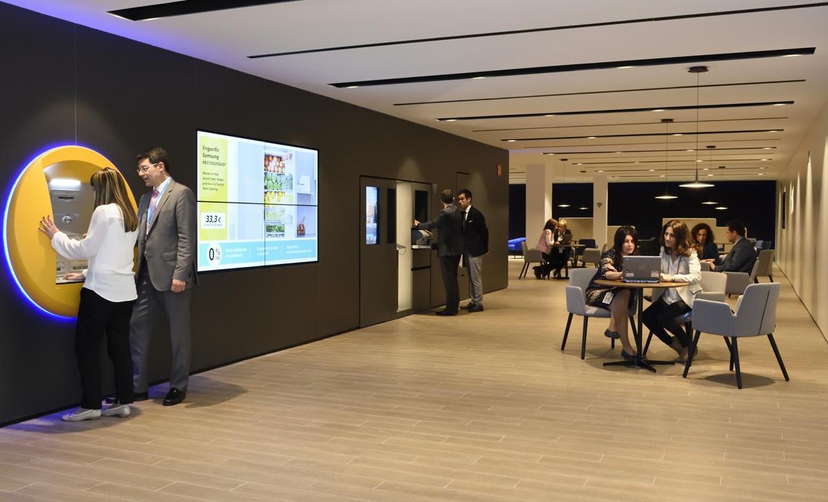 Caixabank obre al vendrell una oficina del nou model 39 store 39 for Oficina 2100 caixabank