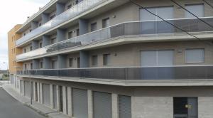 Un bloc de pisos buits, al Vendrell.