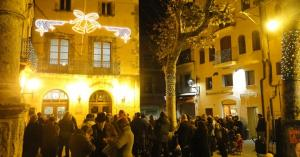 La plaça Vella, amb els llums de Nadal del 2016.