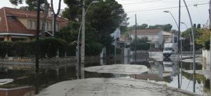 L'avinguda Brisamar, plena d'aigua.